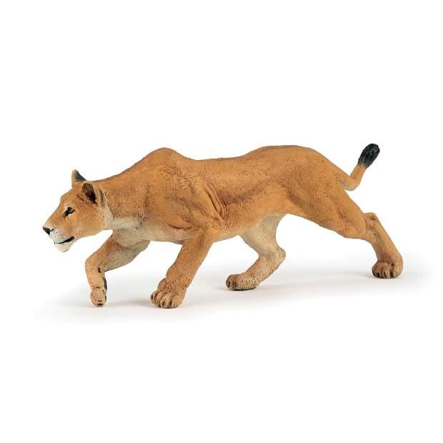 Jagende Löwin